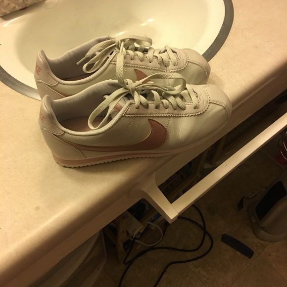 Brand new nikes worn for an hour at max